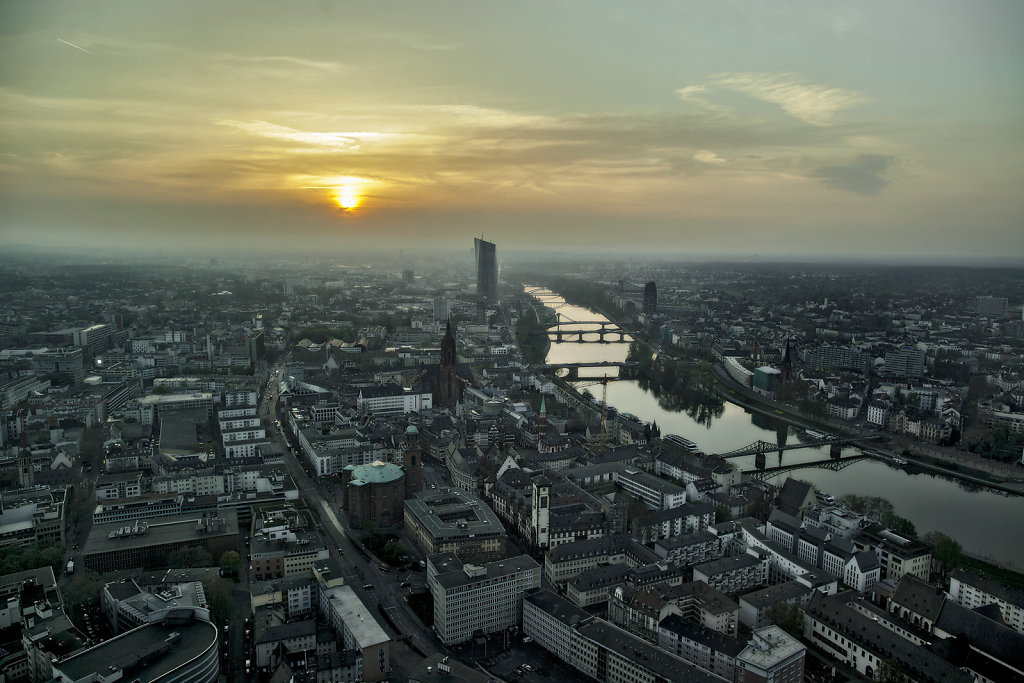 EZB im Morgengrauen